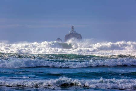 Crashing waves at Tillamook Rock Lighthouse at the Oregon Coast