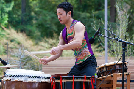 PORTLAND, OREGON - APRIL 1, 2017: Taiko Drummer performing at the grand opening of Portland Japanese Garden New Expansion Cultural Village Редакционное