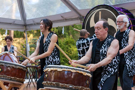 PORTLAND OREGON - APRIL 1, 2017: Unit Souzou Taiko Drummers performing at the grand opening of new Cultural Village at Portland Japanese Garden Редакционное