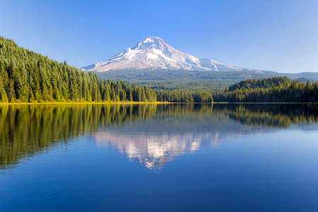 Mount Hood at Trillium Lake on a sunny blue sky day Stock Photo