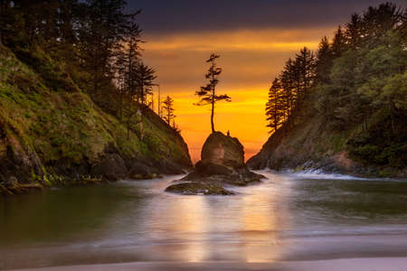 Deadmans Cove in Cape Disappointment State Park at Oregon Coast during Sunset Reklamní fotografie