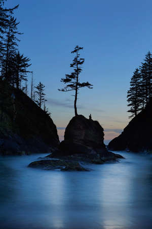 Deadmans Cove in Cape Disappointment State Park at Oregon Coast during blue hour evening twilight hour