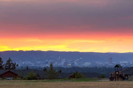 Portland Oregon downtown city skyline from Altamont Park on Mt Scott during sunset 写真素材 - 106270707