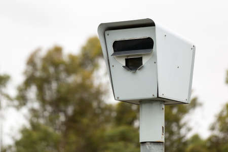 luz roja: MELBOURNEAUSTRALIA - FEBRUARY 2: Closeup of a Speed Camera  Safety Camera situated on a freeway on the outskirts of Melbourne, Australia.