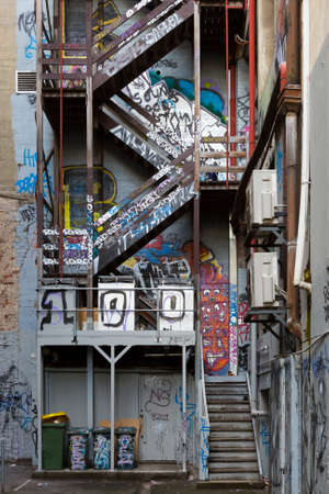 Exterior fire escape stairs covered in Melbourne famous graffiti in Hosier Lane. Standard-Bild
