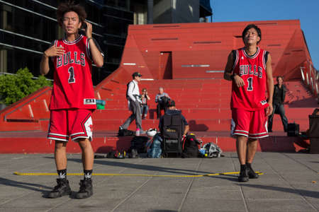 entertaining: MELBOURNEAUSTRALIA - JANUARY 22: Street performers entertaining crowds in Southbank during the 2016 Australian Open tennis tournament. Editorial