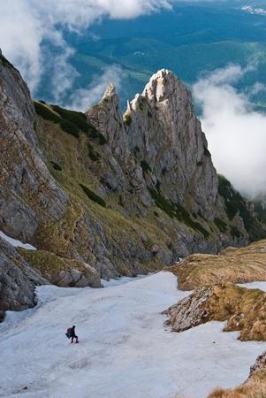 spunk: Monta�as de inBucegi de excursionistas Foto de archivo