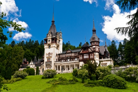 Peles Castle is a Neo-Renaissance castle placed in an idyllic setting in the Carpathian Mountains, in Sinaia, Prahova County, Romania; built between 1873 and 1914 its inauguration was held in 1883. 免版税图像 - 9863769