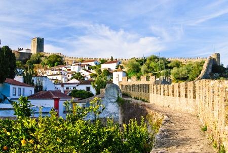 ufortyfikować: Widok na Å›redniowieczne miasteczko Obidos w Portugalii