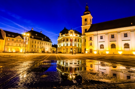 Sibiu town square at blue hour Sibiu is one of the most important cultural centers of Romania and was the European Capital of Culture in 2007 Reklamní fotografie - 23303555