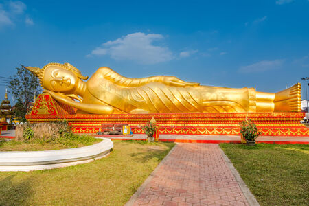 anon: Gold reclining Buddha,Lao, Vientiane - Wat Si Saket temple  Built between, 1819 and 1824 by Chao Anon, is believed to be Vientiane s oldest surviving temple