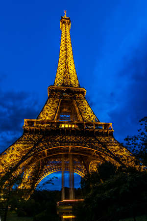 champs elysees quarter: Eiffel tower - night view