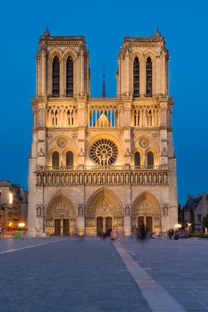シテ パリの美しい大聖堂は、パリの聖母大聖堂ノートルダム ・ ド ・ パリフランスのゴシック様式の建築、彫刻、ステンド グラスの重要な例です 写真素材