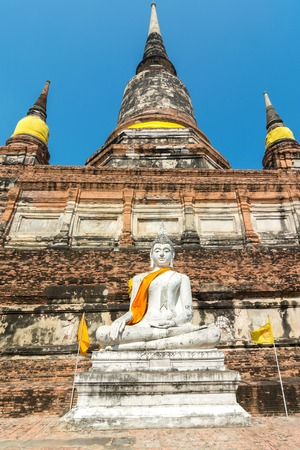 Wat Phra Chao Phya-thai, populary known as Wat Yai Chai Mongkol, is situated to the SE of the city  This monastery was built by U-Thong in 1357 and dedicated to monks gone to study Buddhism in Ceylon