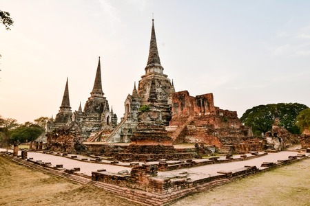 reside: Wat Phra Sri Sanphet,was exclusively used by the Ayutthayan Kings  No clergy was allowed to reside on the grounds, with exception of an occasionally invitation to pray and to perform ceremonies