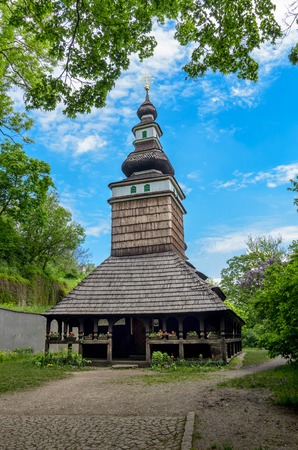 bilding: The wooden church consecrated to St. Michael is situated in the upper part of Kinskeho garden on Petrin Hill