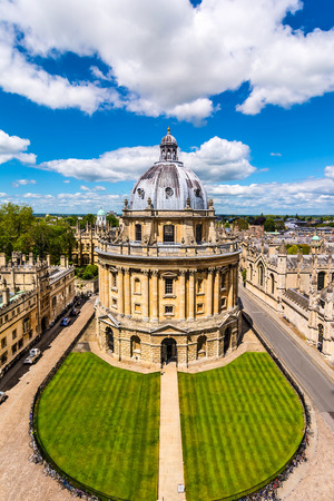 The Bodleian Librar the main research library of the University of Oxford, is one of the oldest libraries in Europe, second in size only to the British Library with over 11 million items. Stockfoto