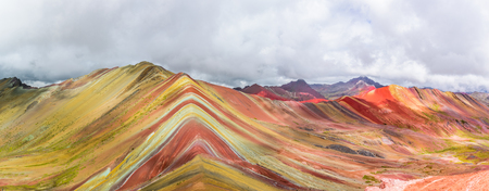 Vinicunca、モンタナ・デ・シエテ Colores 虹の山、Pitumarca、ペルー 写真素材