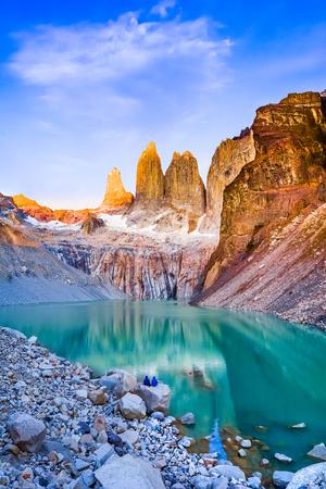 Laguna torres met de torens bij zonsopgang, het Nationale Park van Torres del Paine, Patagonië, Chili Stockfoto