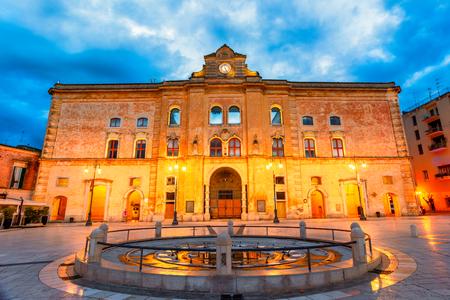 Matera, Basilicata, Italy: Night view of the Vittorio Veneto square before sunrise 스톡 콘텐츠