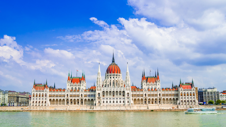 Budapest, Hungary: Parliament of Budapest seen over the Danube river, also called Orszaghaz. 免版税图像