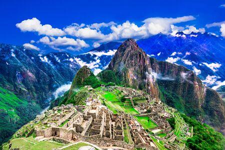 Machu Picchu, Cusco, Peru: Przegląd zaginionego miasta Inków Machu Picchu, tarasy rolnicze i Wayna Picchu, szczyt w tle
