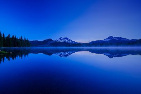 Sparks Lake with views of Mt. Bachelor and Brokentop before the sunrise in Oregon