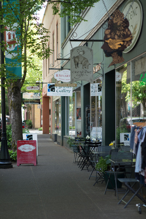 MCMINNVILLE, OREGON JUNE 6TH 2017, Shops, cafe, wine tasting, and a gallery along downtown 3rd street.
