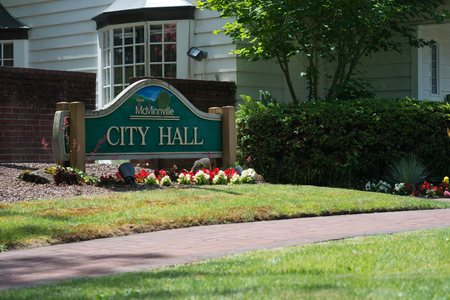 MCMINNVILLE, OREGON JUNE 6TH 2017, A sign outside the McMinville City Hall building. Stock Photo - 82389453