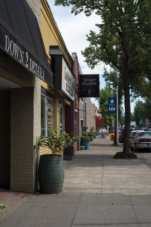 NEWBERG OREGON, AUGUST 15 2017, A bar, restaurant, and other shops, looking down a sidewalk in downtown Newberg, Stock Photo - 84695038