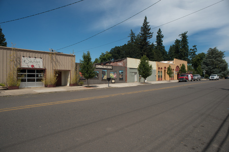 DAYTON, OREGON AUGUST 15 2017, A winery, welcome sign, and the catholic church in the rual town. Stock Photo - 93105785