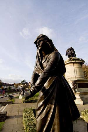 shakespearean: statue of shakespearean character the gower memorial stratford upon avon warwickshire england uk lady macbeth statue of william shakespeare behind