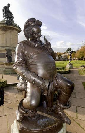 shakespearean: statue of shakespearean character the gower memorial stratford upon avon warwickshire england uk falsatff with staue of william shakespeare behind