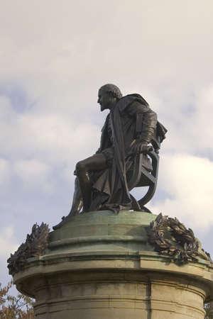shakespearean: statue of shakespearean character the gower memorial stratford upon avon warwickshire england uk statue of william shakepeare