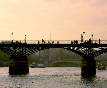 des: pont des arts paris france