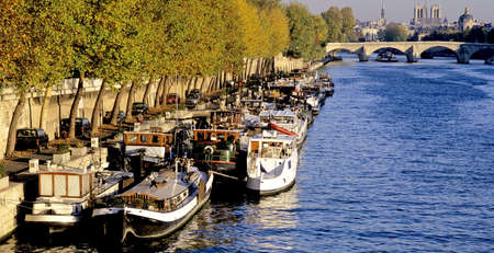 ile de la cite: houseboats barges river seine paris france europe Stock Photo