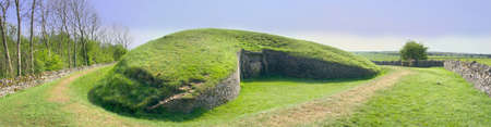 belas knap neolithic long barrow chambered tomb burial site winchcombe the cotswolds gloucestershire england uk Stock Photo