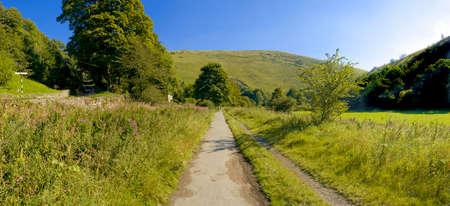 cycleway: valle del fiume molteplici le molteplici cycleway percorso pedonale e il Peak District National Park Staffordshire midlands england uk