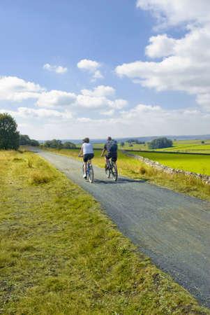 disused: Habida cuenta de la tissington sendero cycleway y sendero a lo largo de la l�nea de ferrocarril en desuso Peak District parque nacional derbyshire uk inglaterra