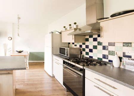 complemento: de im�genes en color de cocina en reci�n restaurada casa reconstruida superficies de trabajo  Foto de archivo