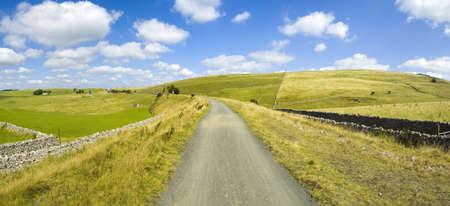 cycleway: vista dal sentiero tissington porta e sentiero lungo la ferrovia dismessa linea picco distretto parco nazionale derbyshire Inghilterra Regno Unito
