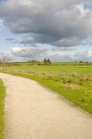 disused: cycleway sendero y el verde en desuso y convertidos l�nea ferroviaria de Stratford upon Avon Warwickshire el centro inglaterra uk