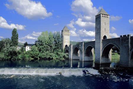 ufortyfikować: Francja, wiele rzek i mostem Pont valentre w Cahors.
