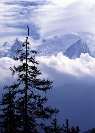 Mont Blanc, la montaña más alta en Francia y en Europa. El francés Alpes. Foto de archivo - 2419937
