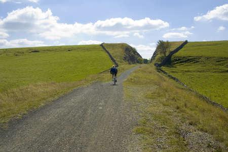 cycleway: Vista dal sentiero Tissington cycleway e sentiero lungo linea ferroviaria in disuso Peak District National Park Derbyshire england uk. Archivio Fotografico
