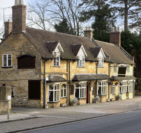 desirable: Pub high street broadway cotswolds worcestershire uk