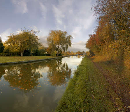 worcester and birmingham canal: The worcester and birmingham canal at stoke prior worcestershire.