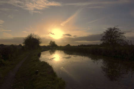 worcester and birmingham canal: Sunset over the worcester and birmingham canal stoke prior worcestershire Stock Photo