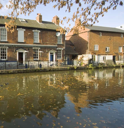 worcester and birmingham canal: A pub alongside canal, stoke proior, worcestershire.
