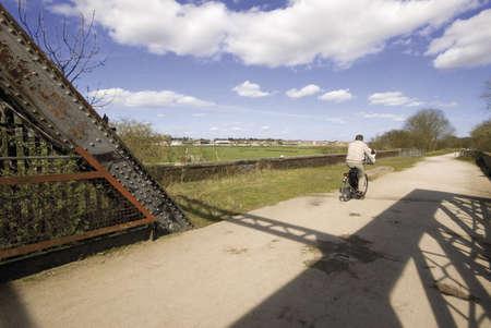 cycleway: Il sentiero e porta la ferrovia dismessa e convertito di School linea stratford su avon warwickshire midlands england Regno Unito